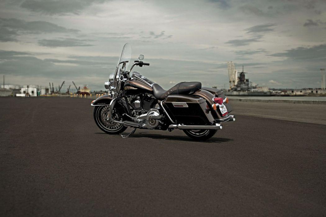 2013 Harley Davidson FLHR Road King w wallpaper