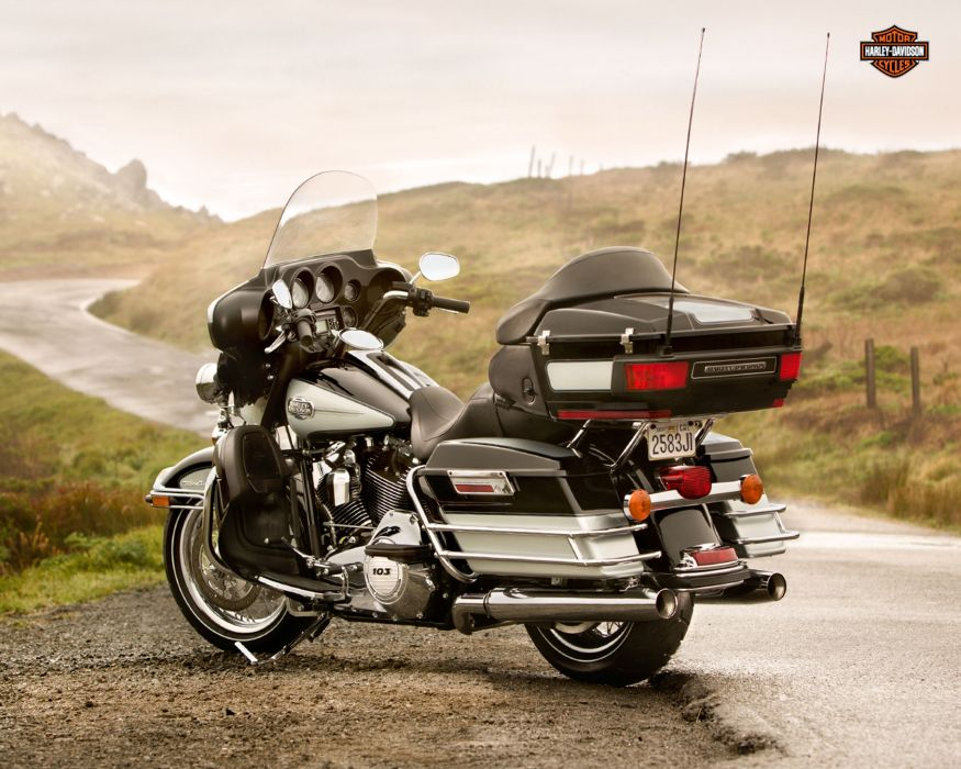 2013 Harley Davidson FLHTCU Ultra Classic Electra Glide q wallpaper