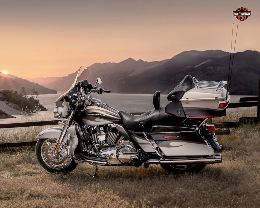 2013 Harley Davidson FLHTCUSE8 CVO Ultra Classic Electra Glide wallpaper