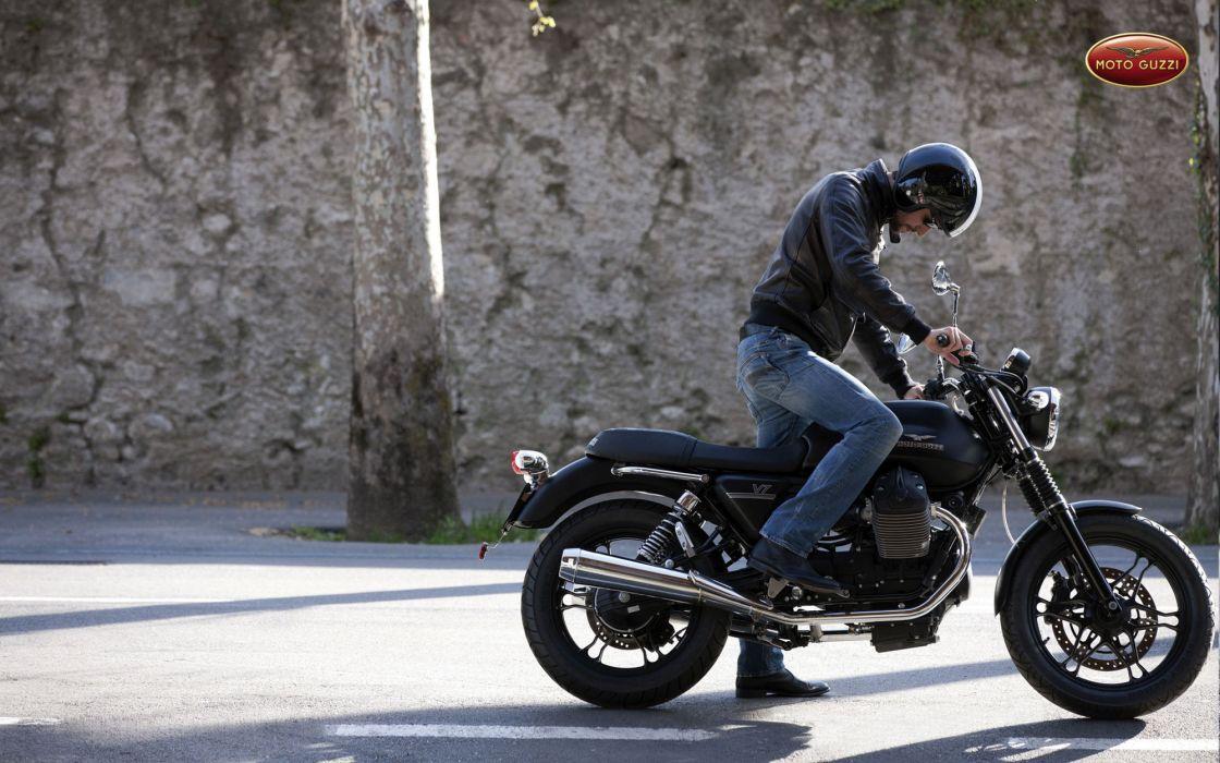 2013 Moto Guzzi V-7 Stone wallpaper