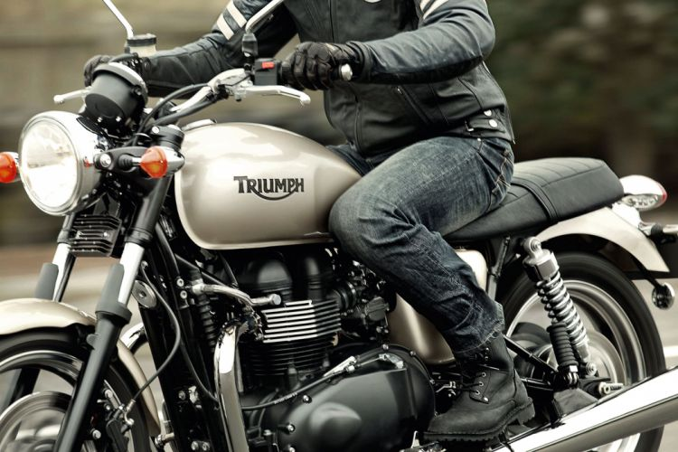 2013 Triumph Bonneville wallpaper