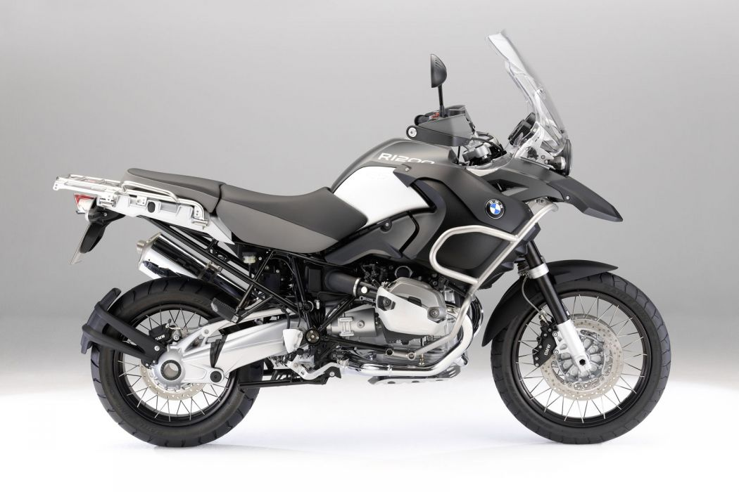 2011 BMW R1200GS    a wallpaper