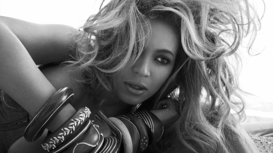 Beyonce Brunette Face B-W wallpaper