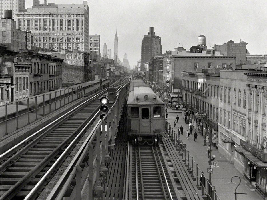 Train Railroad Rails B-W Buildings New York retro wallpaper