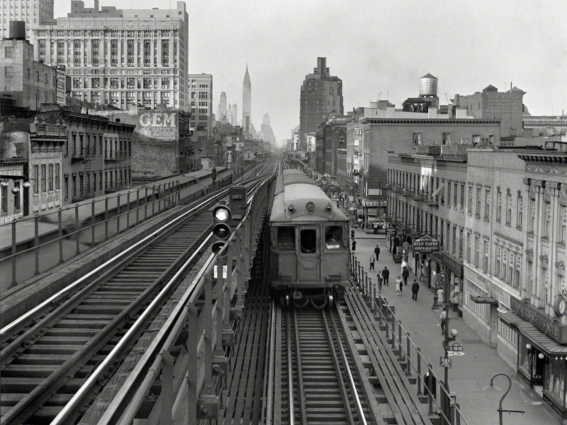 Train Railroad Rails B-W Buildings New York retro wallpaper