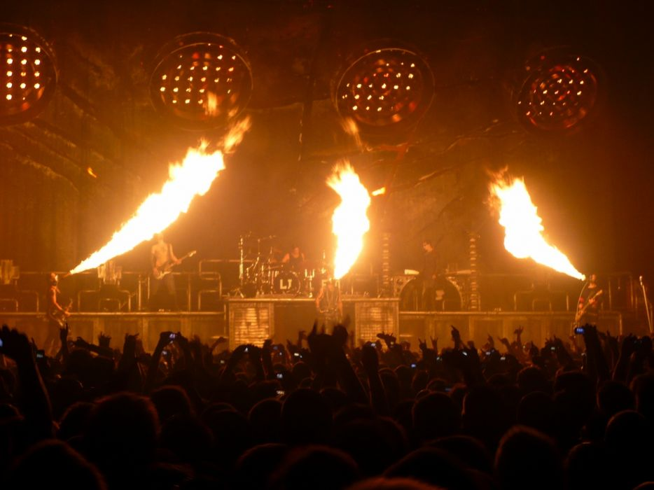 RAMMSTEIN industrial metal heavy concert concerts fire wallpaper