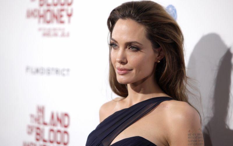 Angelina Jolie actress brunette girl girls women female females z wallpaper