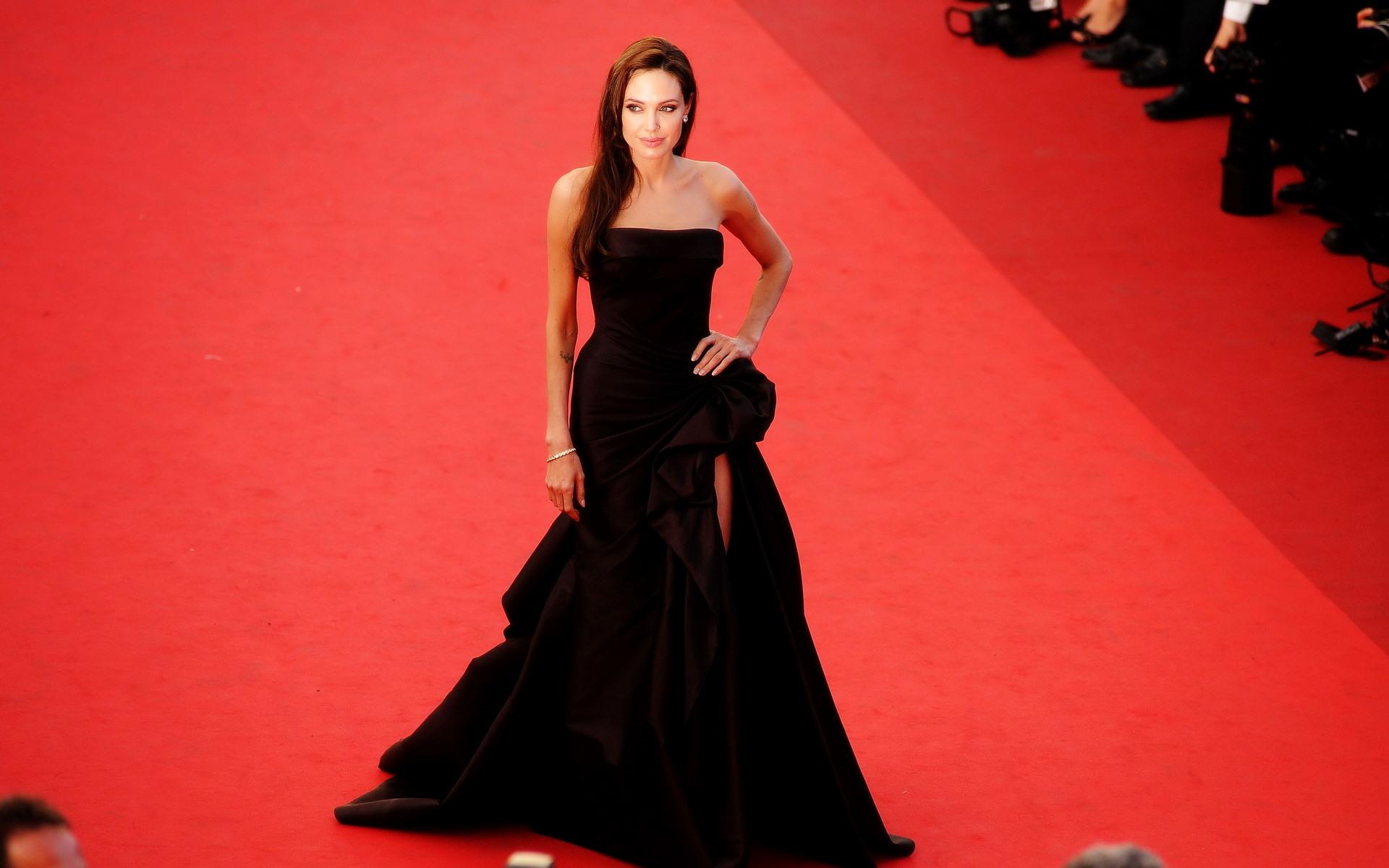 Платья Анджелины Джоли