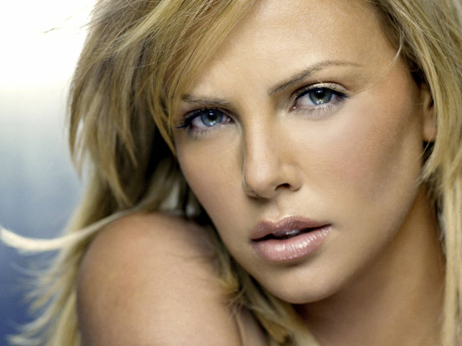Charlize Theron actress women females female girl girls blonde blondes     d wallpaper
