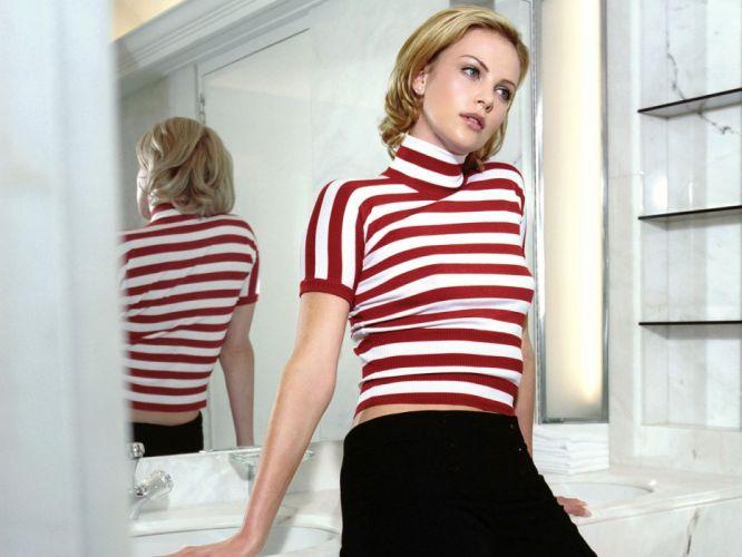 Charlize Theron actress women females female girl girls blonde blondes q wallpaper