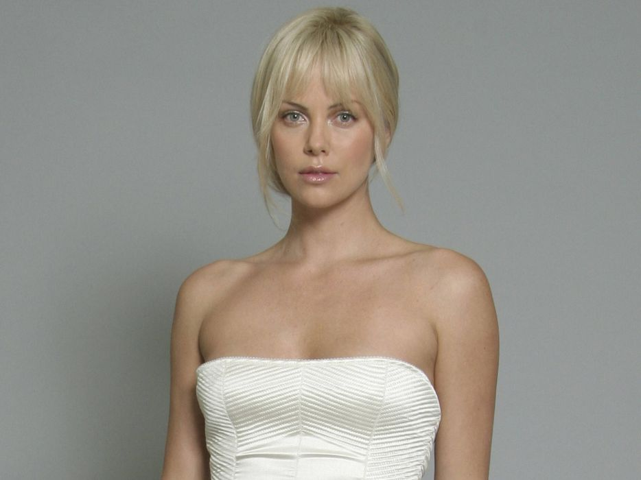 Charlize Theron actress women females female girl girls blonde blondes    a wallpaper