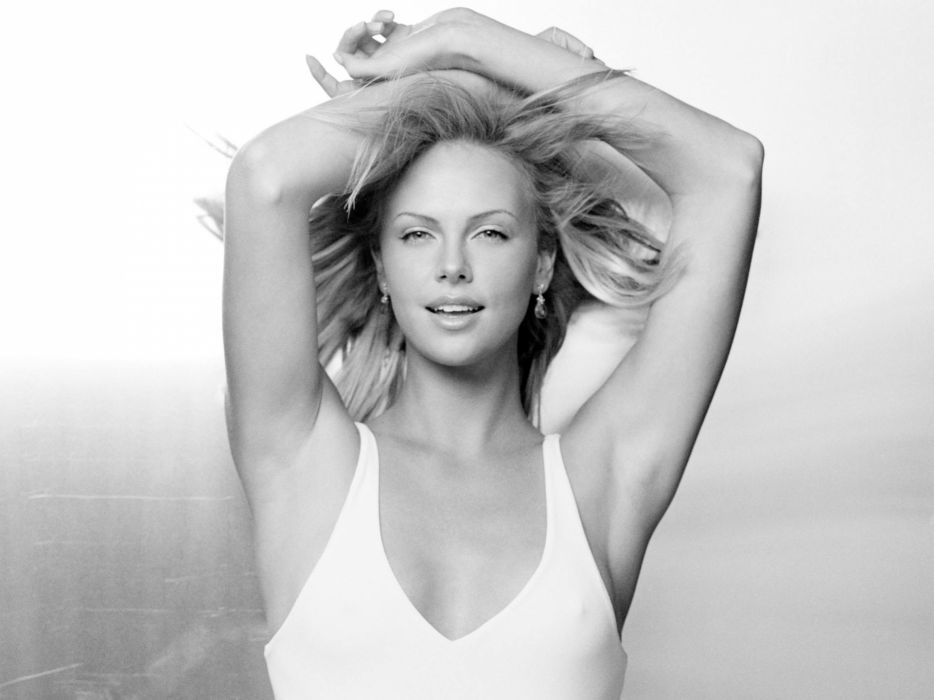Charlize Theron actress women females female girl girls blonde blondes    q wallpaper