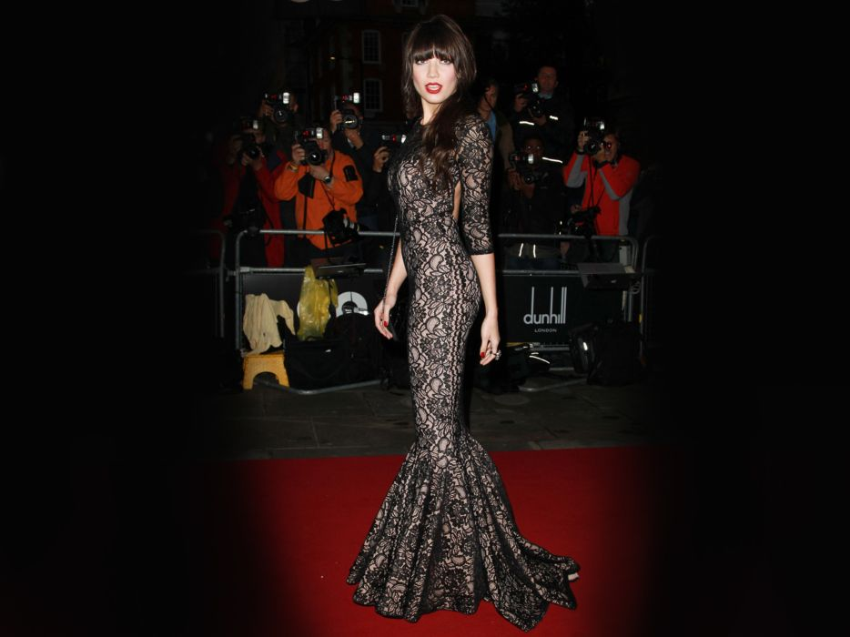 Daisy Lowe model models brunette brunettes women female females  h wallpaper