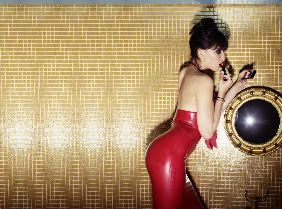 Daisy Lowe model models brunette brunettes women female females    f wallpaper