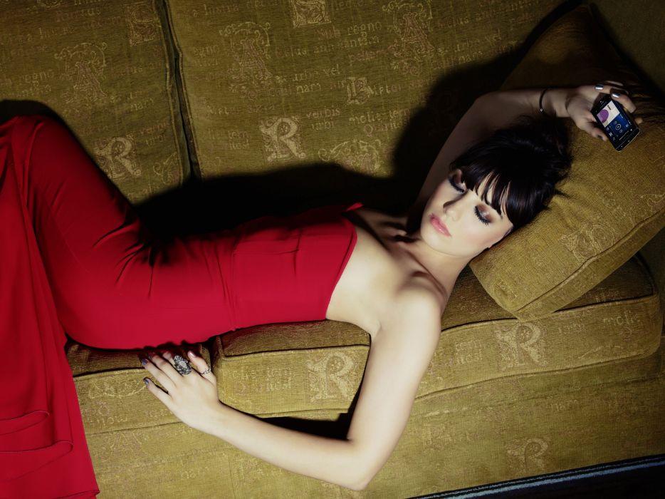 Daisy Lowe model models brunette brunettes women female females  n wallpaper