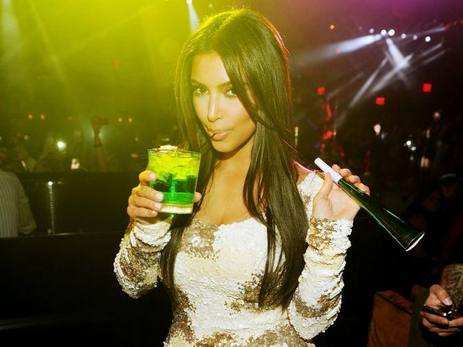 Kim Kardashian women female females gg wallpaper