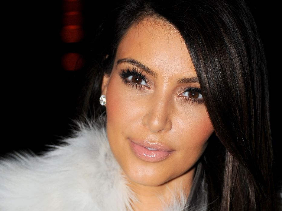 Kim Kardashian women female females r wallpaper