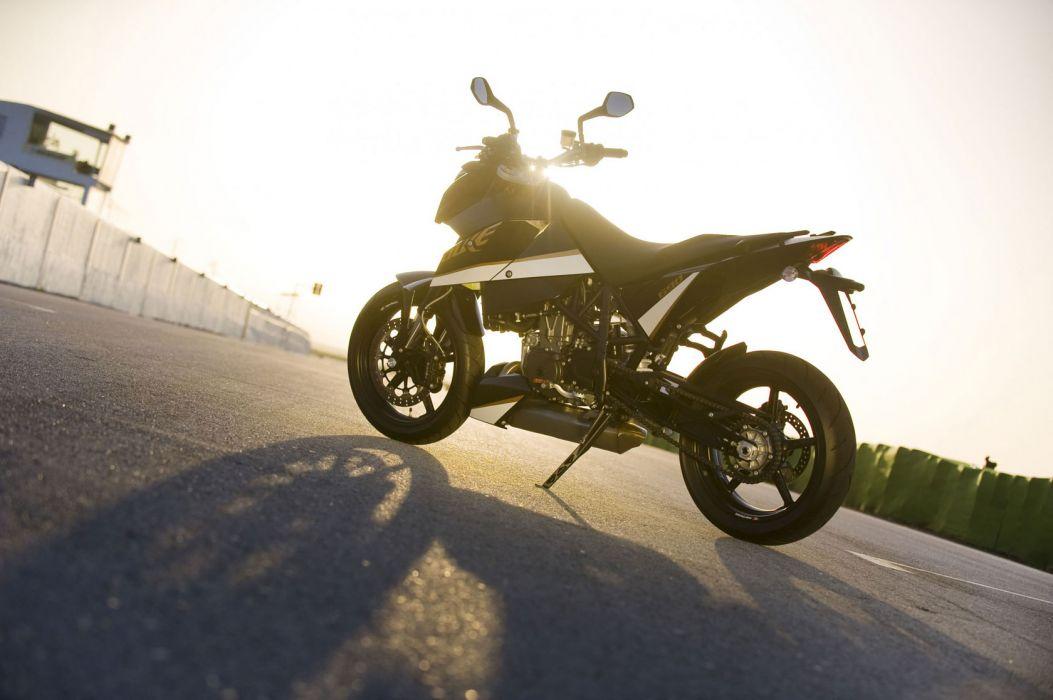 2011 KTM 690 Duke wallpaper