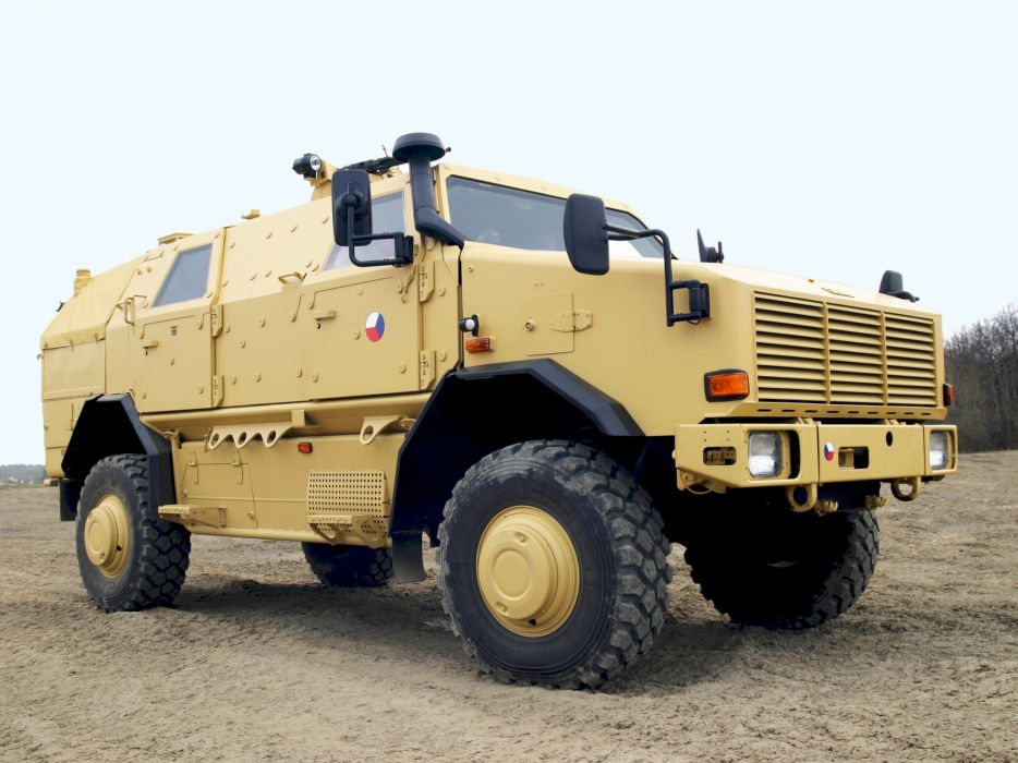 2004 KMW Dingo TWO 4x4 military offroad apc weapon weapons wallpaper