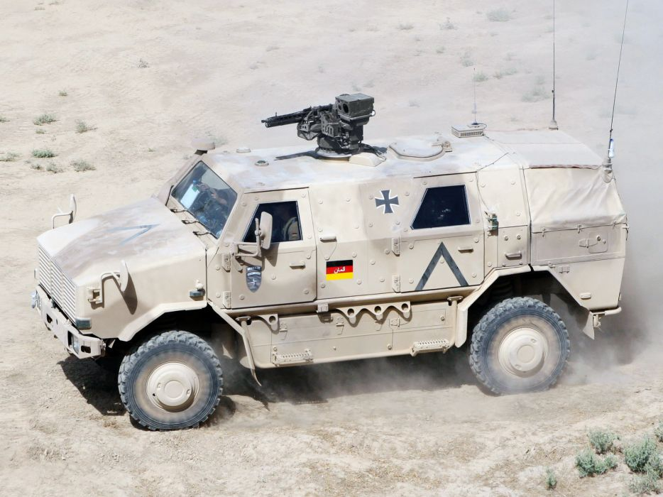 2004 KMW Dingo TWO 4x4 military offroad weapon weapons wallpaper