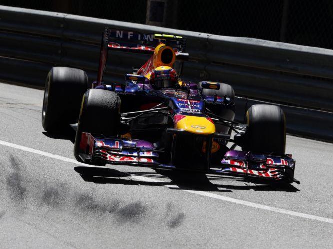 2013 Red Bull Renault Infiniti RB9 Formula One race racing b wallpaper