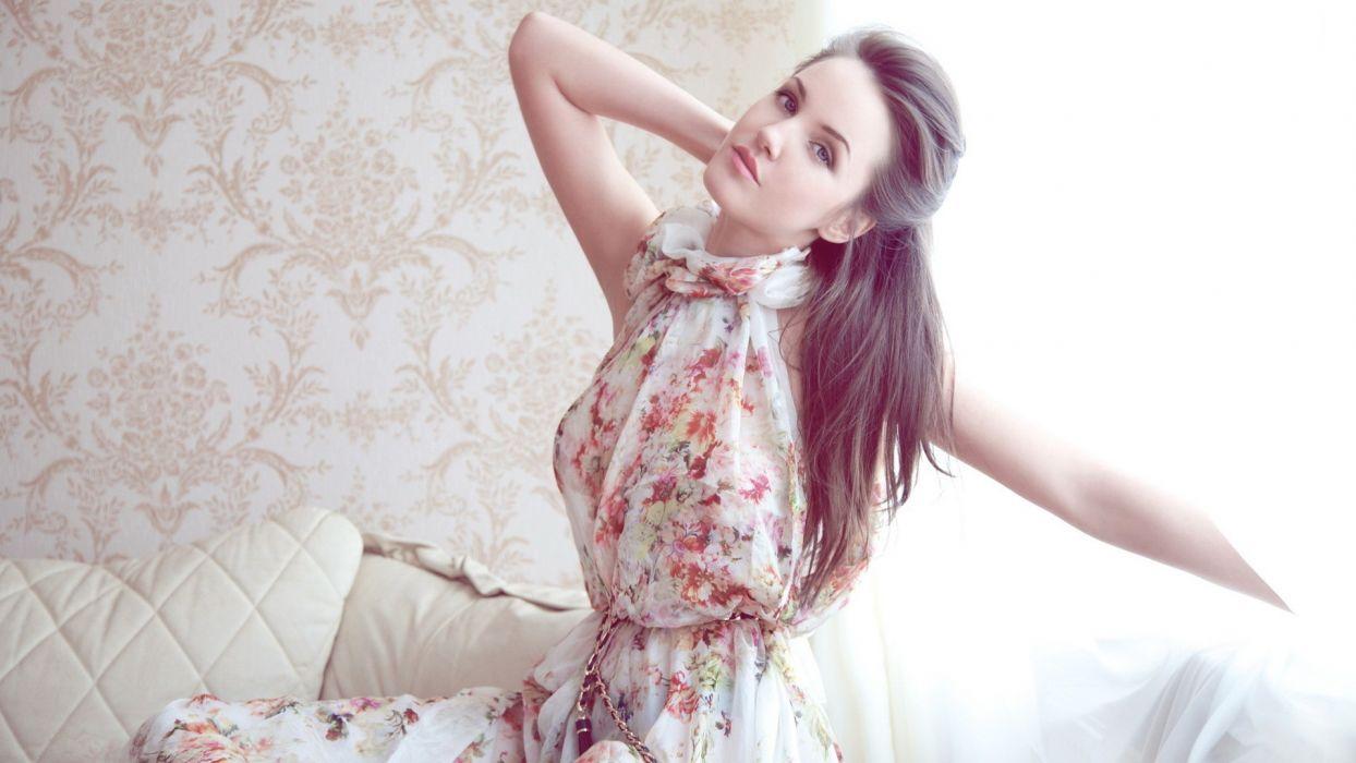 Brunette Dress mood wallpaper