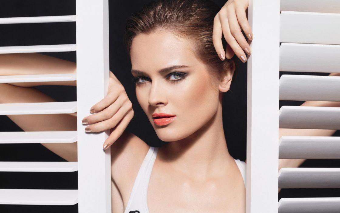 Brunette Face wallpaper