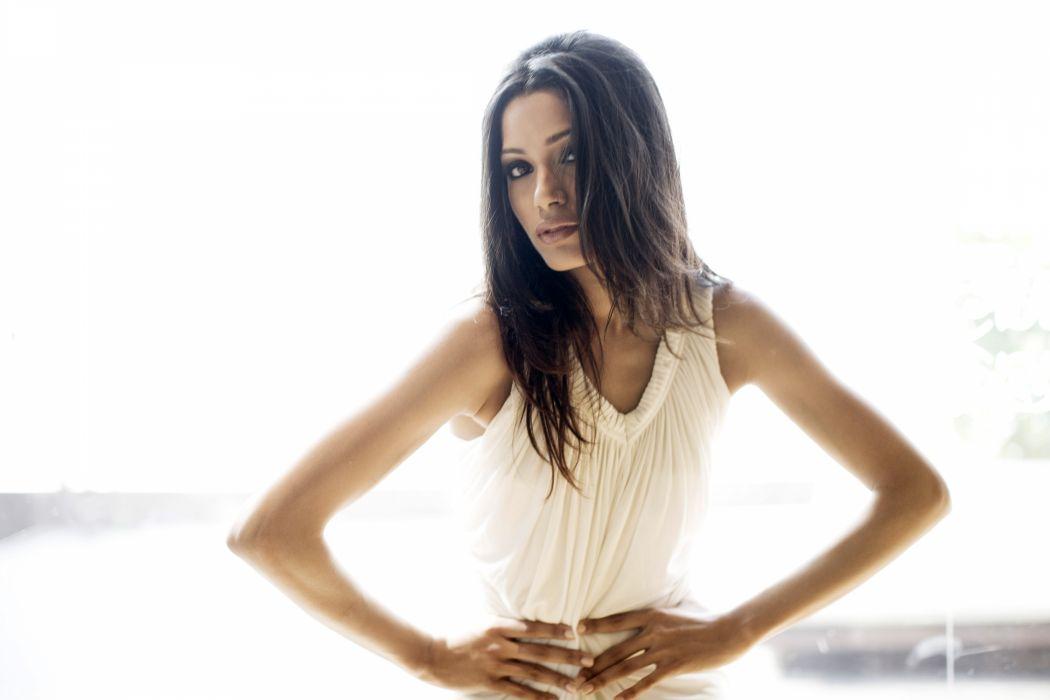 Freida Pinto actress women brunette      r wallpaper