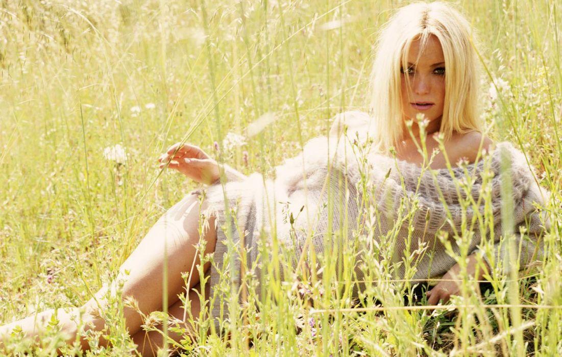 Kate Hudson actress women blonde     e wallpaper