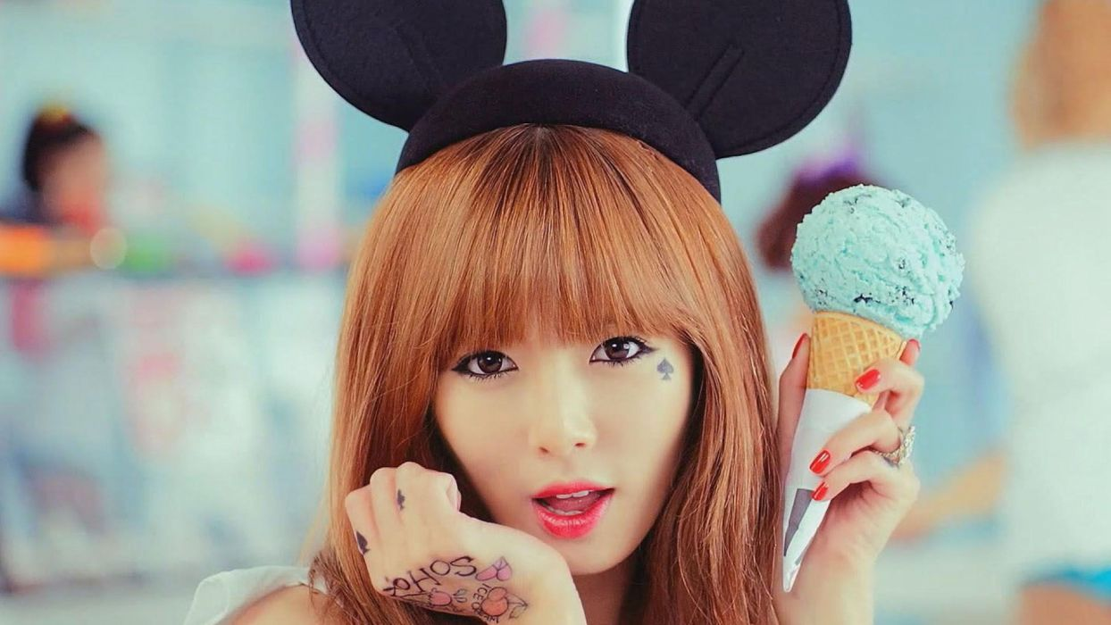 Kim HyunA 4Minute Trouble Maker Korean idol singer songwriter dancer rapper rap hip hop designer model Korean girl group asian women wallpaper