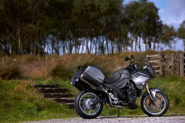2010 Triumph Tiger S-E r wallpaper