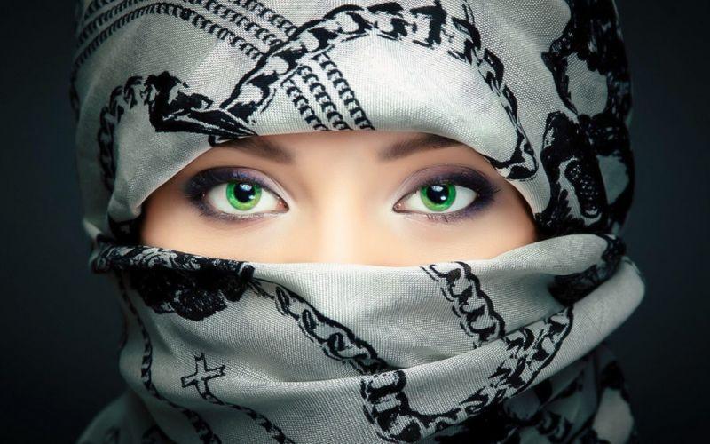 Girl Beauty Green Eyes Scarf wallpaper