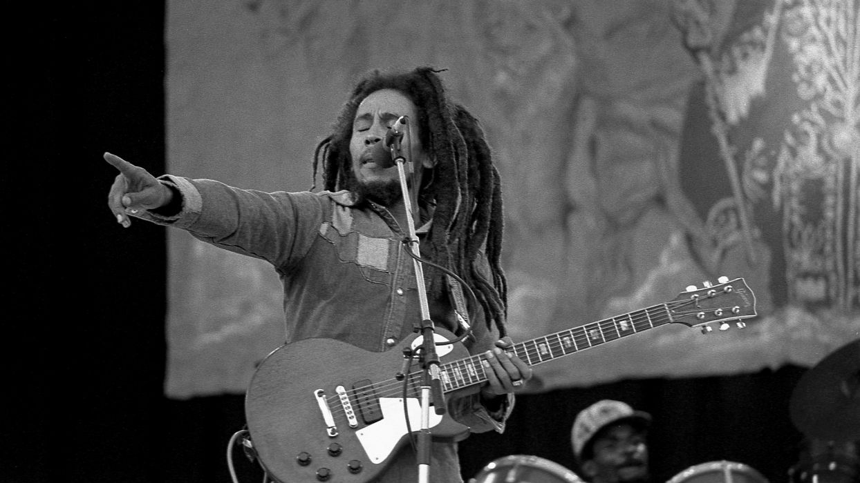 BOB MARLEY & THE WAILERS reggae concert concerts guitar guitars wallpaper