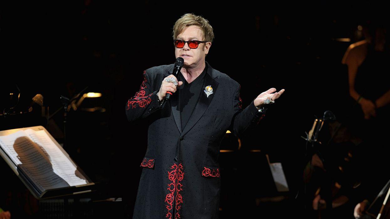 ELTON JOHN rock pop glam classic piano r-b concert concerts microphone  r wallpaper