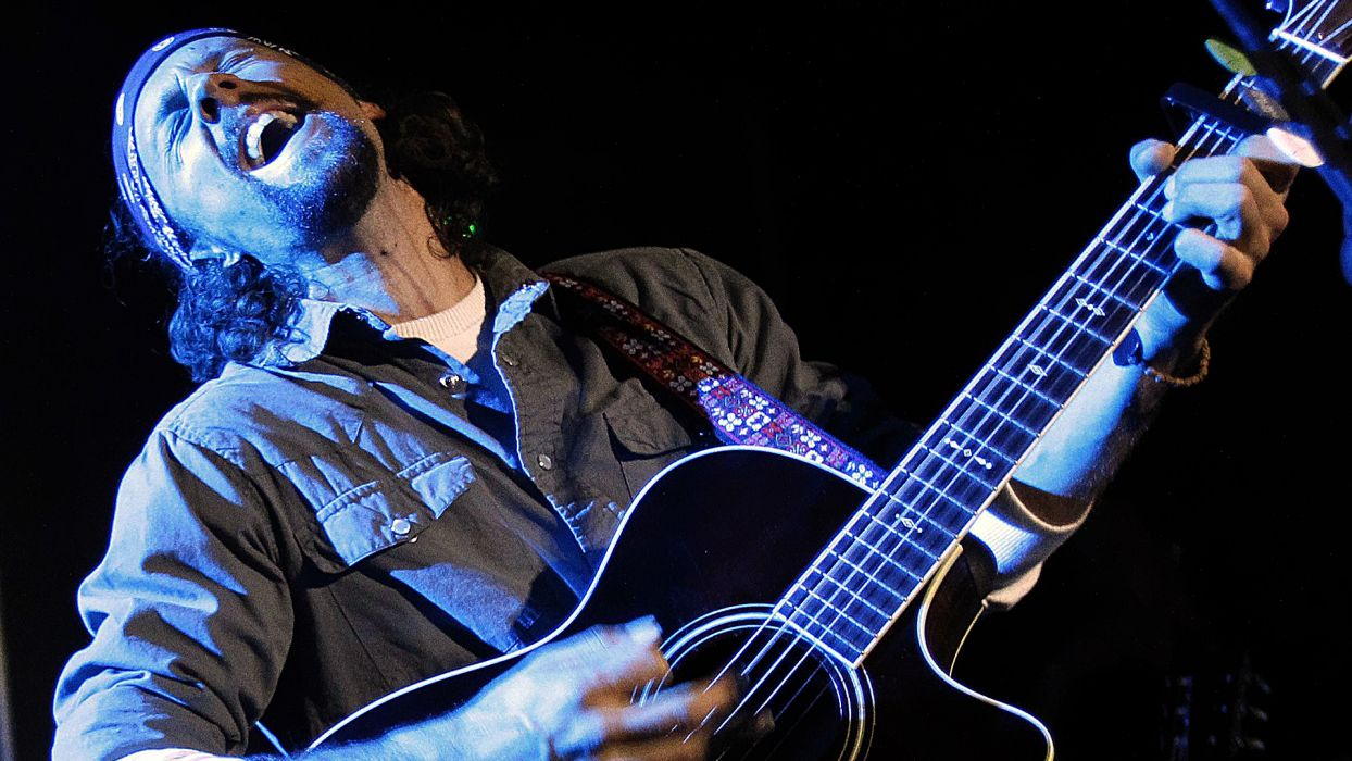 JASON MRAZ pop rock blue-eyed soul alternative guitars guitars co9ncert concerts wallpaper