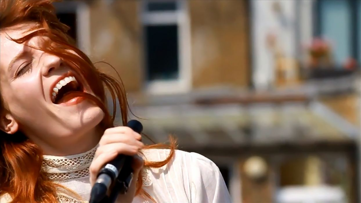 FLORENCE AND THE MACHINE indie rock concert concerts microphone  e wallpaper