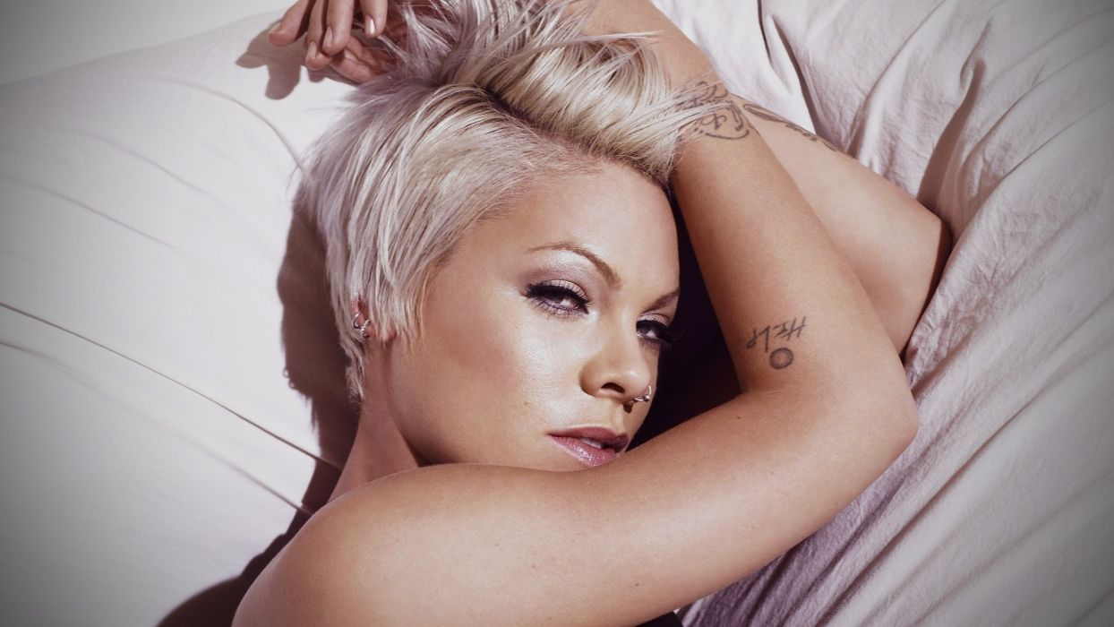 PINK Alecia Beth Moore pop rock punk r-b       f wallpaper