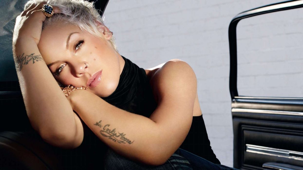 PINK Alecia Beth Moore pop rock punk r-b   j wallpaper
