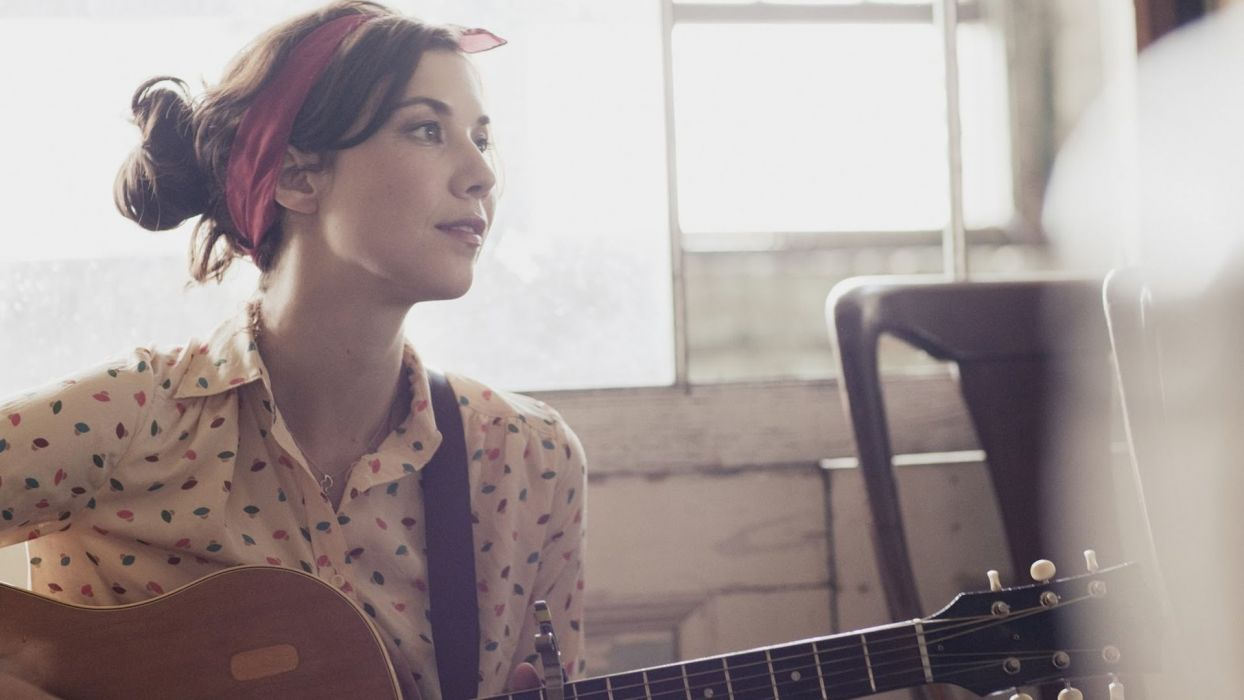 LISA HANNIGAN indie folk guitar guitars  a wallpaper