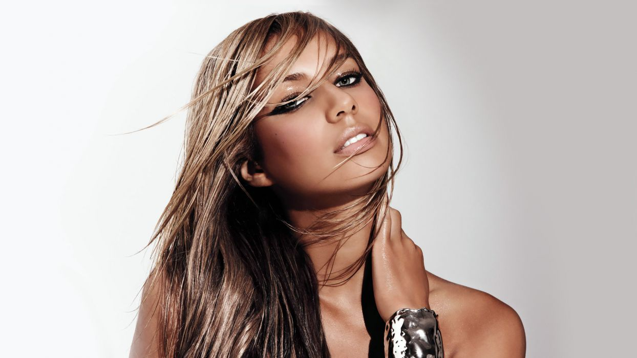 LEONA LEWIS pop r-b     g wallpaper