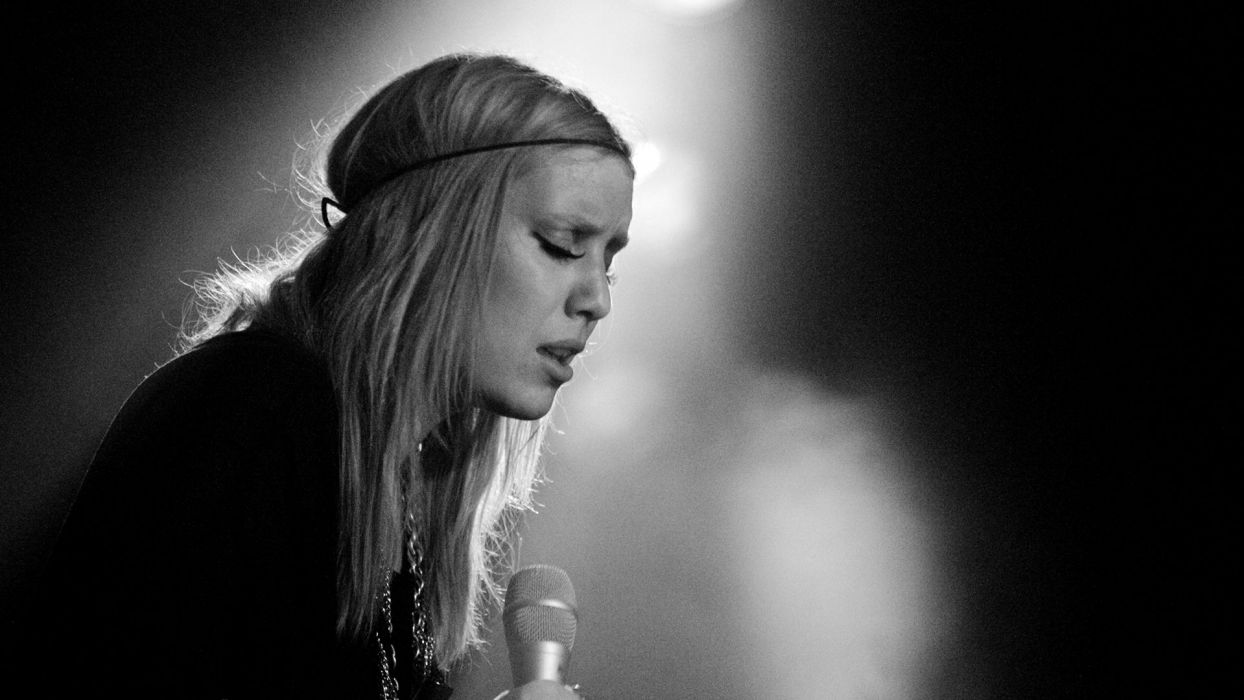 LYKKE LI indie rock folk dream-pop electronic soul pop microphone concert concerts wallpaper