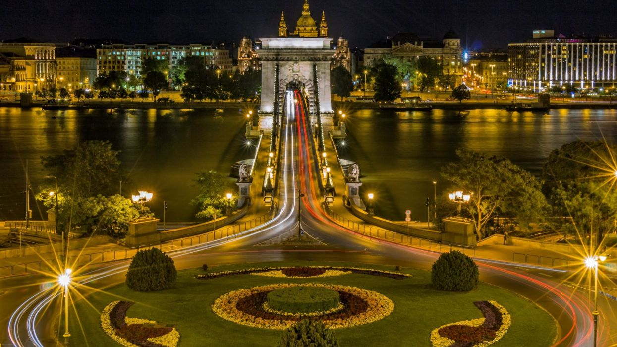Chain Bridge - Budapest - Hungary wallpaper