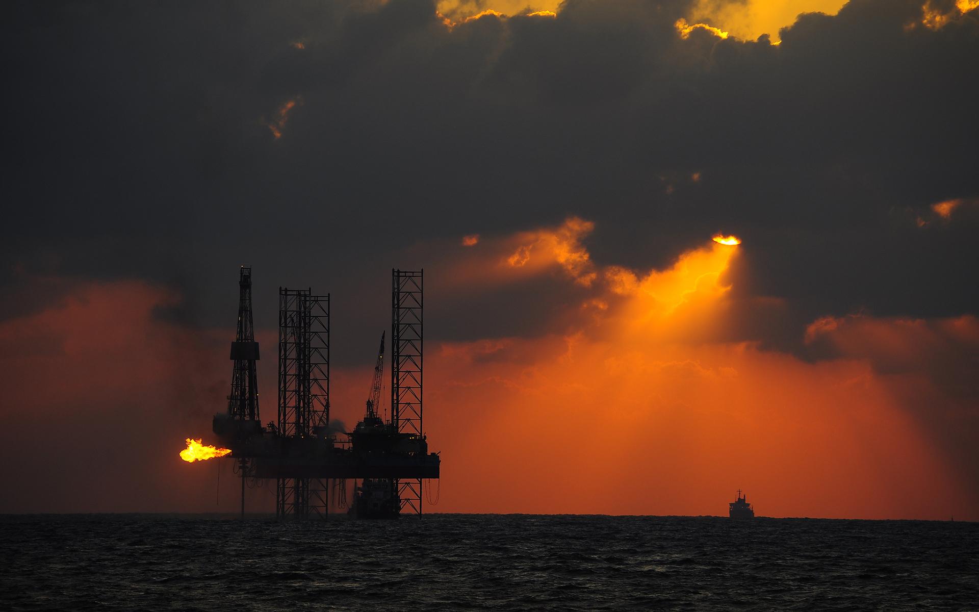 Нефтяная вышка обои на рабочий стол