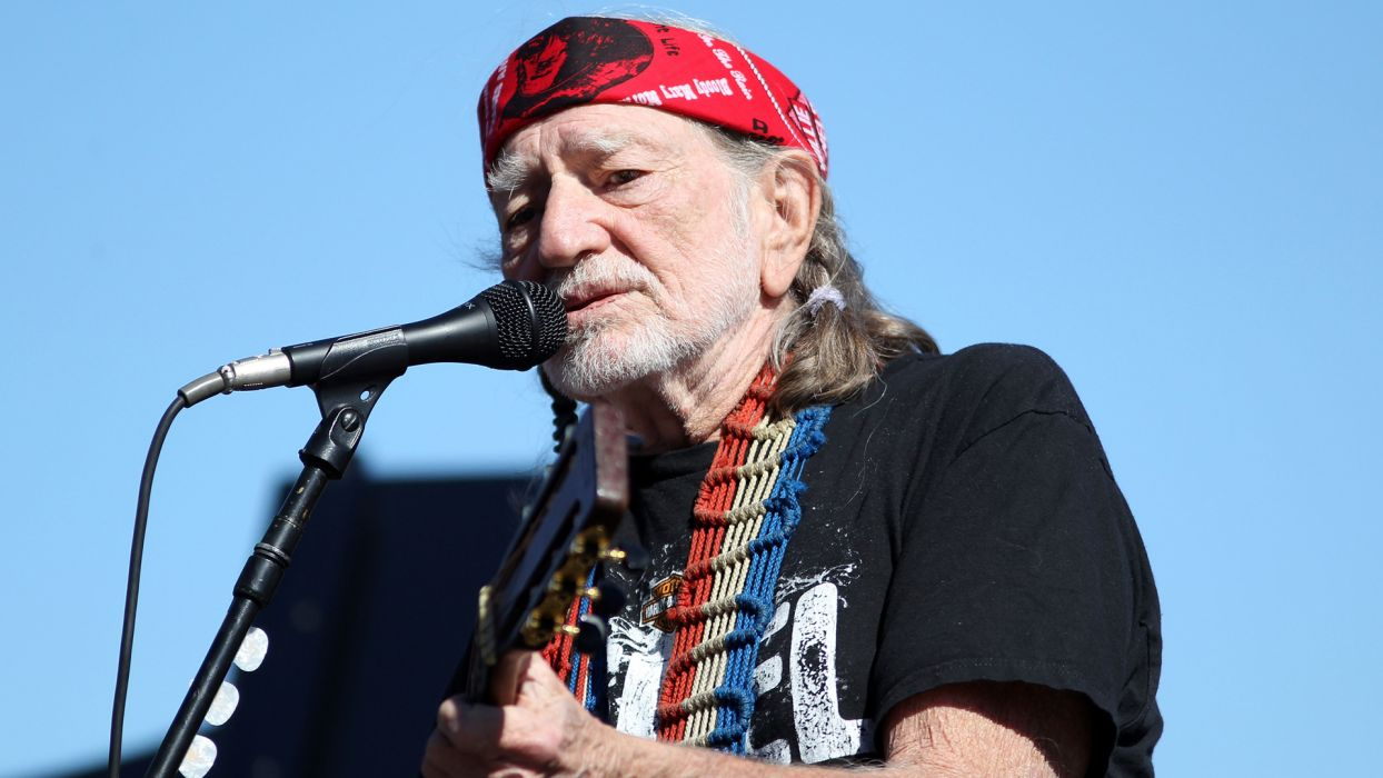 WILLIE NELSON country microphone concert guitar  d wallpaper