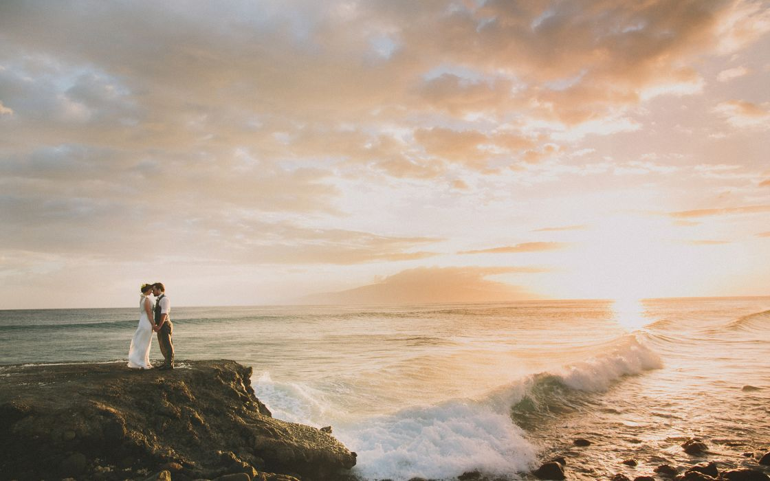 Couple Embrace Sunset Sunlight Beach Ocean mood waves wallpaper