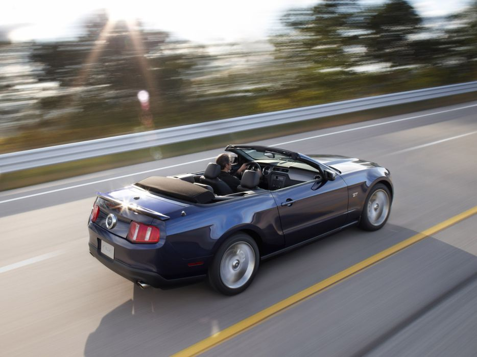 2010 Ford Mustang Convertible muscle        d wallpaper