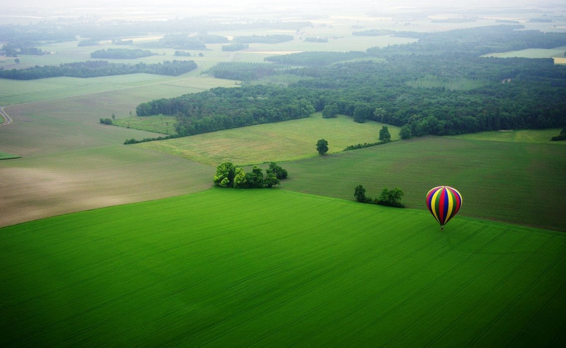 landscape field green ballon balloons mood scenic sports sport wallpaper