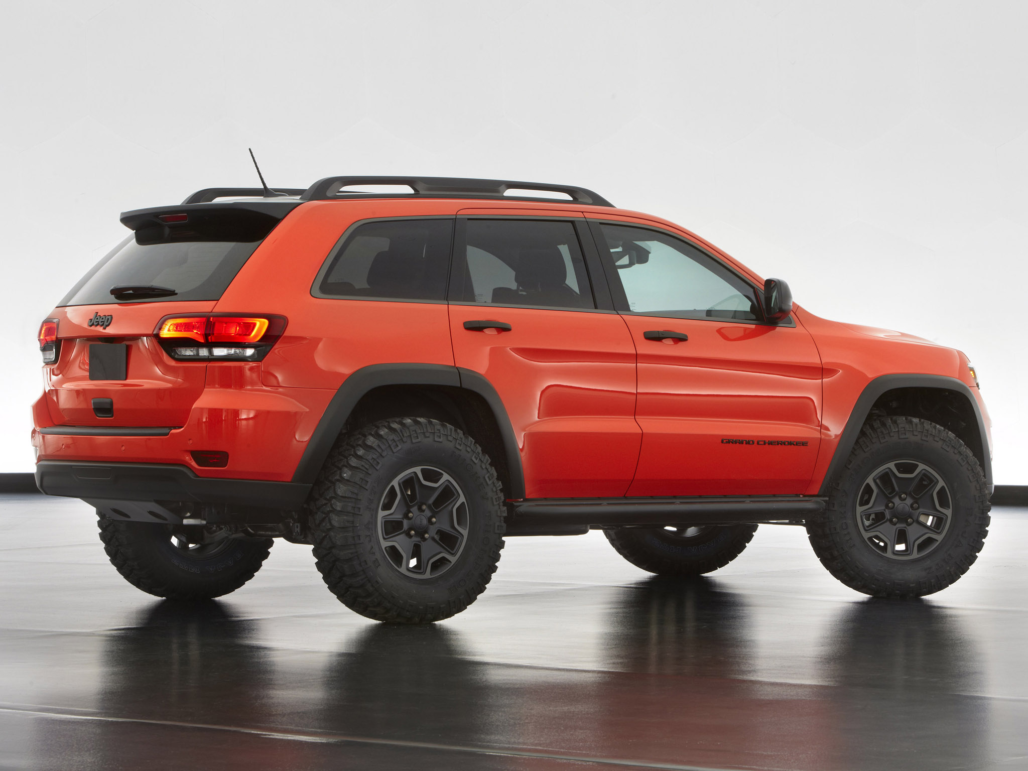2013 jeep grand cherokee trailhawk offroad 4x4 concept d. Black Bedroom Furniture Sets. Home Design Ideas