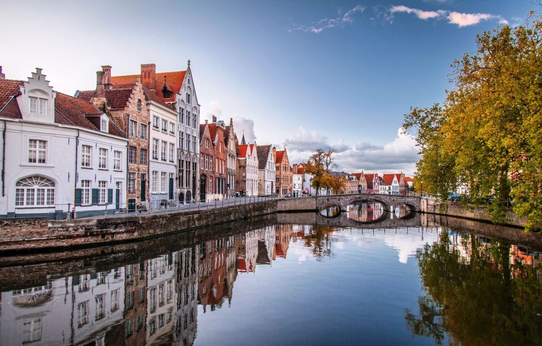 bruges houses water bridge brugge belgium reflection city wallpaper
