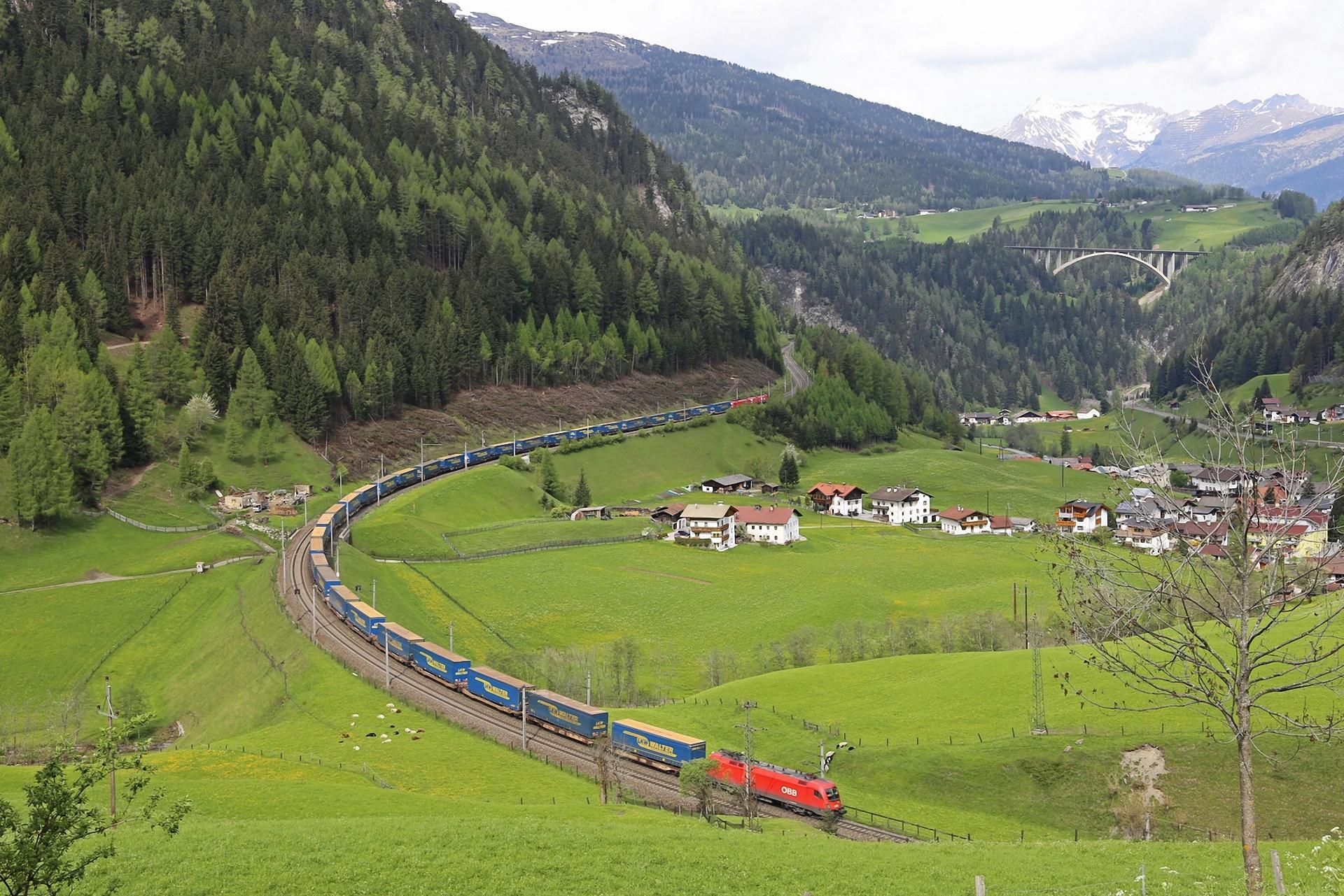 ... train railroad hou...